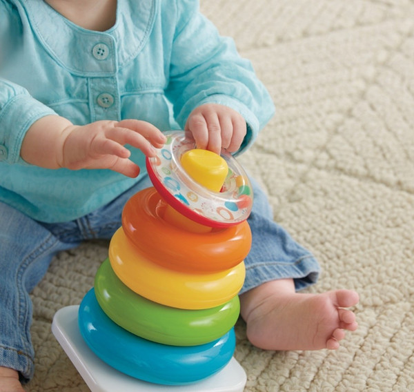 Baby Toys 0-36 Mesi Educational Stack Up Nesting Rainbow Tower Anello Apprendimento Brilliant Basics Rock-a-Stack Giocattolo a sonagli