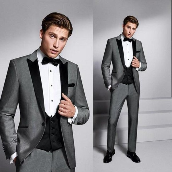 One Button Grey novio uxedos Peak Lapel rosmen Mejor traje de hombre Trajes de boda para hombre Novio (Chaqueta + Pantalones + Chaleco + Corbata)