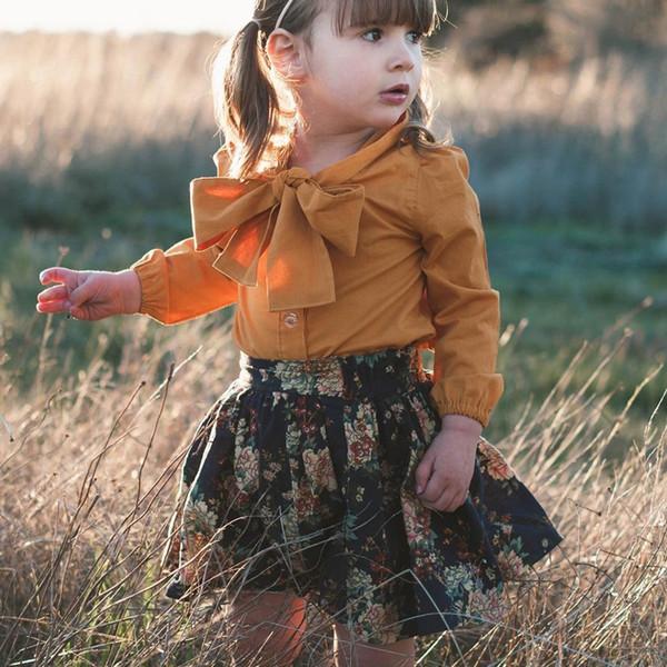 Trajes de dos piezas de trajes de dos piezas en otoño de Europa y América. Camisa de manga larga con cuello de lazo salvaje + falda corta con estampado hermoso de dos piezas