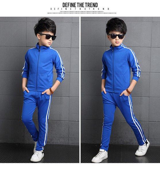 Jungen blau