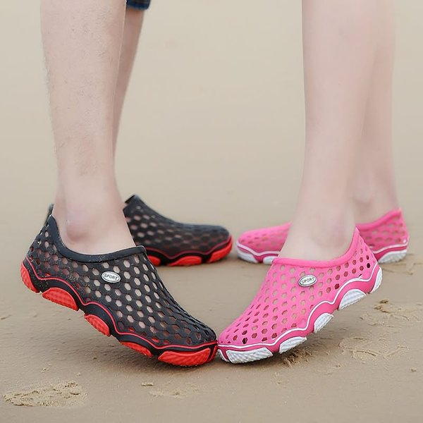 Outdoor Casual Sandals Men women Korean jelly shoes Walk Beach Flip Flops Flat Men Hollow Light Slipper Slip On Breathable Shoes