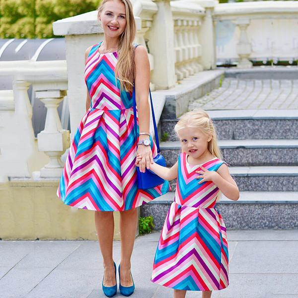 Aile Maç Kıyafetleri Yaz Elbise renkli Patchwork Anne Kızı Elbiseler Anne ve Kız Elbise 3-7Yesrs