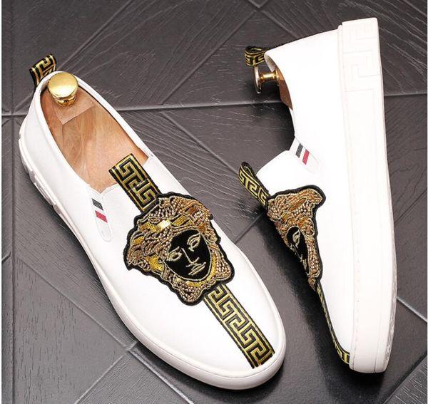 2019 designer de luxe britannique broderie de velours Knight oxfords chaussures Homecoming homme chaussures de mariage chaussures de graduation hommes noir blanc B699