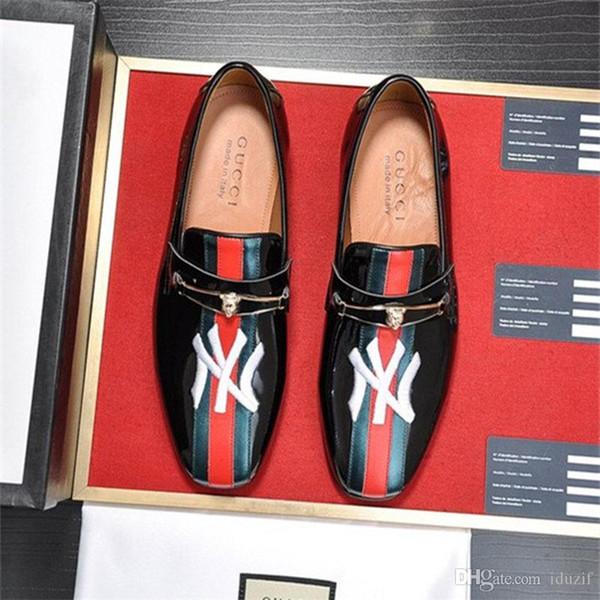 En iyi Lüks Tasarımcı Patent deri erkek elbise ayakkabı düğün parti rahat ayakkabılar Kırmızı mavi kurdele tasarımcı moda tekne ayakkabı Boyutu 6.5-1