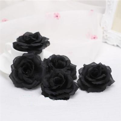 One Piece 8cm Negro Artificial Rose Flower Head para la boda Decoración del coche Regalo de San Valentín DIY Rose Bear Fake Flower Flores