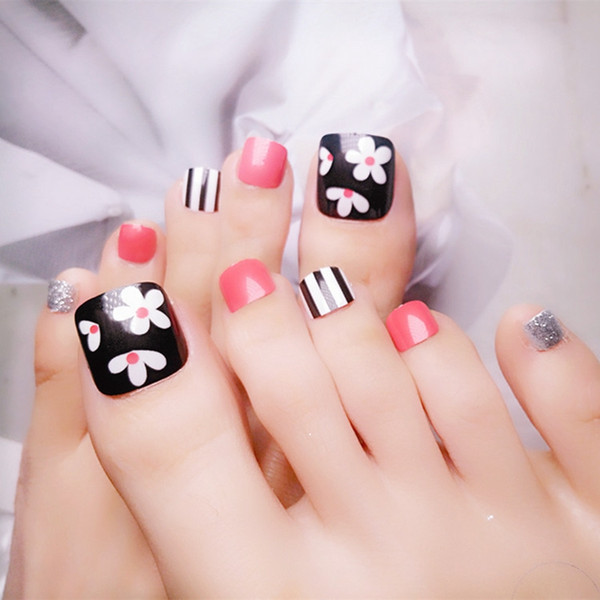 24 adet Glitter Gümüş Akrilik Sahte Toe Nails Parlak Siyah Çiçekler Yapay Yanlış Ayak Tırnaklarını Lady Ayak Nail Art İpuçları 43 #
