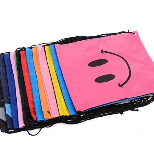 Saco de escola Sorriso Rosto Impressão Cordão Trolls Mochila Para Criança À Prova D 'Água Saco de Cordão Embalagem Cubos Grande Capacidade Mochila Saco de Presente