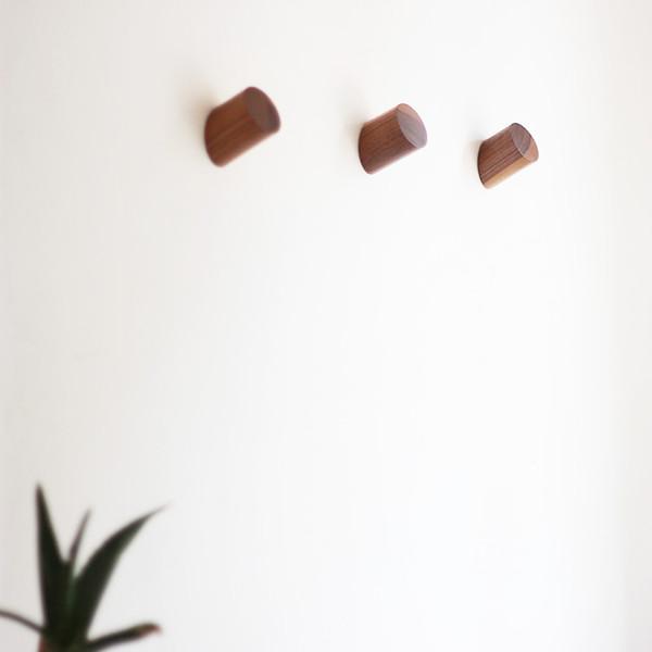 2017 Pinjeas Bois Cintre 6 .5 cm 2 pc Longueur Moderne Porte-Manteau Gouvernant Chapeau Cintre Mur Hookround Cylindre Home Garden Decor Cintres