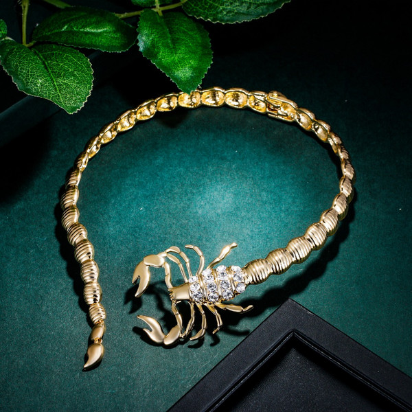Bella Fashion Scorpion Animal Choker Necklace Alloy Necklace Gold Tone For Women Party Jewelry Gift