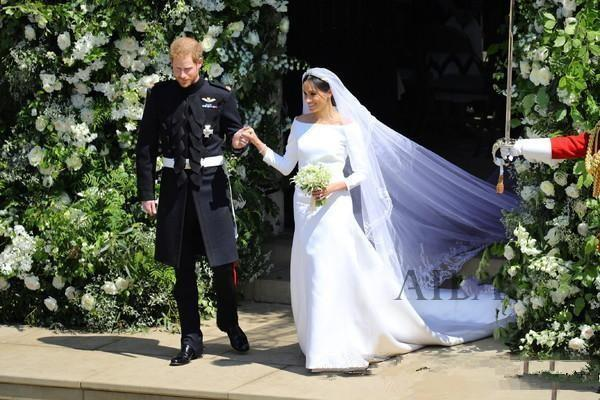 2019 Prince Harry & Meghan Markle Wedding Dresses Bateau Neck Vintage Long Sleeves Wedding Dress Sweep Train Bridal Gowns