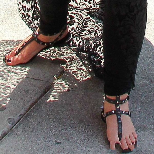 Zapatos Mujer Farbe Nieten Stachelgladiator Flache Frauen Sandalen Steine Besetzt Flip Sandale Große Größe Designer Frauen Günstige Schuhe 6sres