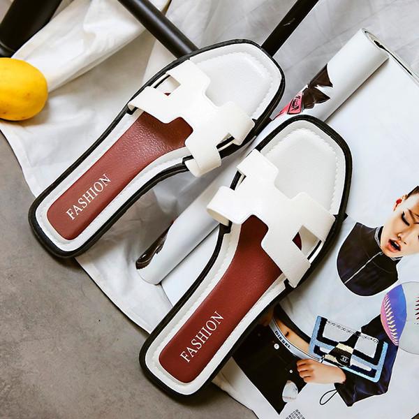 Zapatillas de moda femenina desgaste del verano versión coreana nueva versión coreana de la plana plana de luz con una palabra sandalia de moda casual