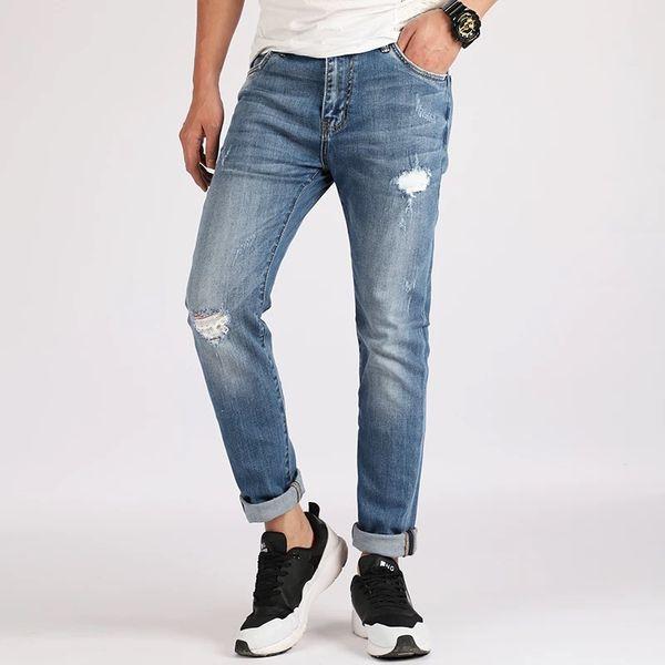 Os recém-chegados dos homens jeans plissados moda meninos jovens quatro temporadas calças compridas casuais de algodão dos homens clássico retro buraco reta jeans