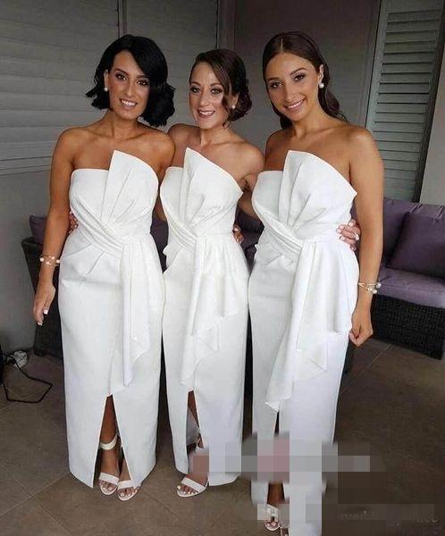 Simple White dama de honra Vestidos Peplum Ruched pregas na frente Slit tornozelo comprimento Strapless Custom Made dama de honra do vestido de casamento de praia