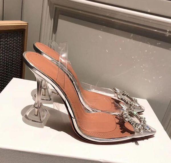 Qualidade oficial perfeita Amina Shoes Begum Bombas de Slingback de PVC embelezadas por cristal Muaddi Restocks Begum Slingbacks de PVC Sandálias de salto alto