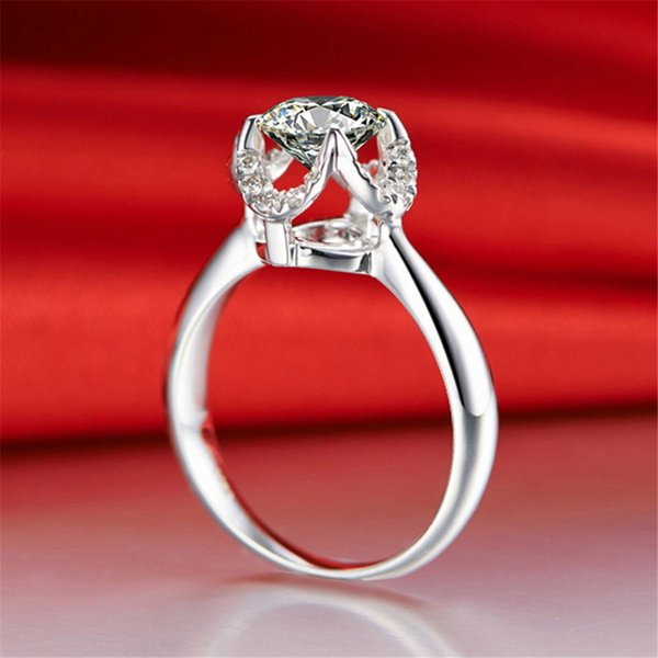 Creative Four-jaw holding Sparkling Zircon wedding rings for women Top quality 8mm Imitation moissanite Engagement jewelry