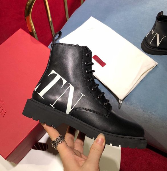 2019 Italian luxury V @ lentnio new winter boots casual leather boots boots original packaging original LOGO