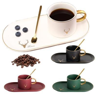 أزياء الذوق الألوان النقية فنجان القهوة مطابقة الصحن القهوة وملعقة الإفطار والسكاكين الجدول وشريط الديكور 4 اللون.