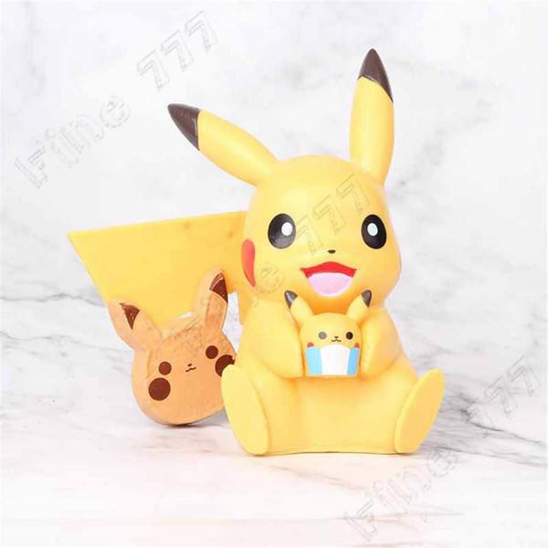 New Style 10 centímetros Sorriso Pikachu Action Figure Abrace Mini boneca bolo ornamento Micro Landscape Model Car Acessórios pokemons Kids Brinquedos