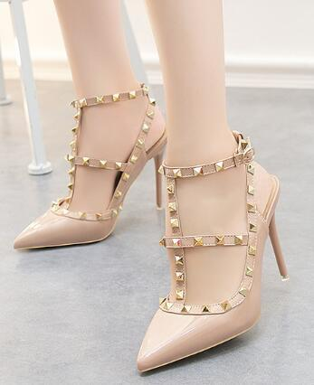 Designer women party fashion rivets women sexy pointed shoes sexy nightclub patent leather solid color Roman hollow sandals women wedding
