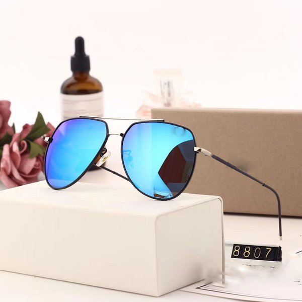 8807 Gafas de sol populares Diseñador de marca de lujo para mujer 0083S Estilo cuadrado de verano Marco completo Protección UV de alta calidad Color mixto Ven con caja