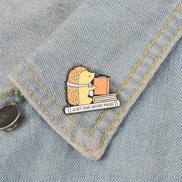 Lecture Hérisson Émail Pin Mignon livres badge badge Broche épingle Denim Jeans chemise sac Cartoon Animal Bijoux Cadeau pour enfants