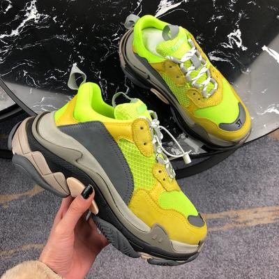 2019 New dad FW Retro Triple S Sneaker Mens Fashion Vintage Kanye West Old Grandpa Trainers Designer Mens Womens Casual Shoes C04