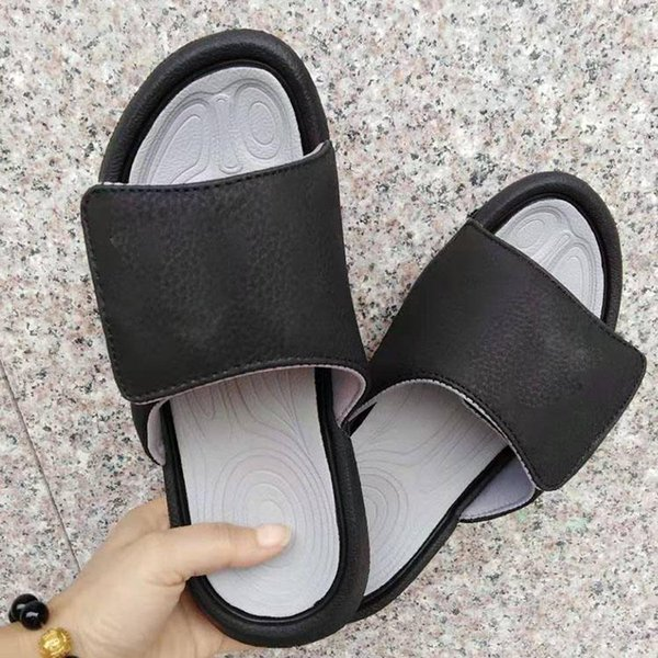 top popular designer sandals for Mens Luxury Shoes slides Summer Fashion Flat Thick Sandals White red black green women Beach Slipper Flip Couples Flop 2021