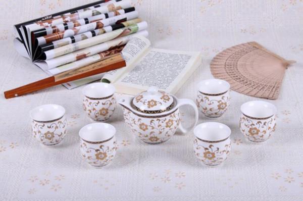 China taza de la tetera del café de la porcelana 7pcs azul y porcelana blanca elegante caja de regalo del juego de té de Kung Fu al por mayor