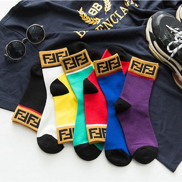 Hot paio di calze di cotone lettere europei e americani degli uomini molli di tendenza della moda calzini del tubo personalità brevi calzini