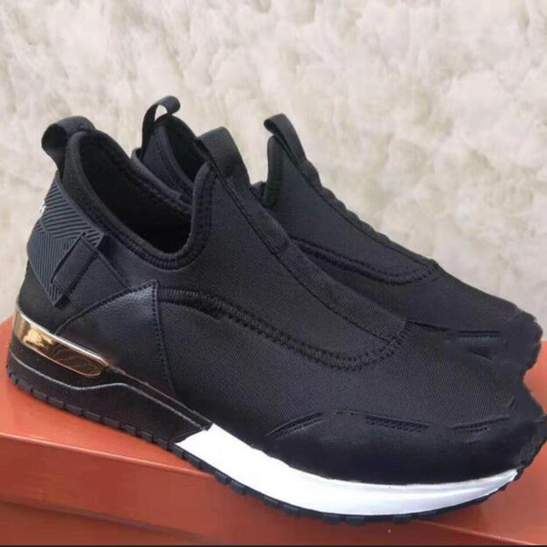 Yeni Sıcak 2019 Kadınlar / Erkekler Spor Ayakkabı Klasik Marka Spor Antrenörü Kadınlar Koşu Ayakkabısı Casual Sneakers Sports Ayakkabı Boyut 37-41