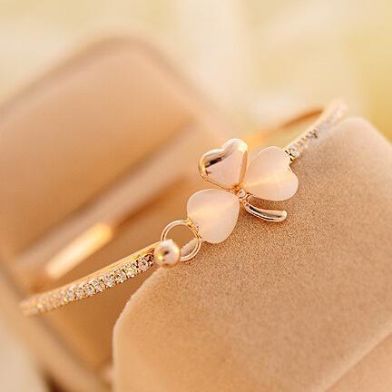 Wholesale-South Korea exquisite luxury small fragrant peach Bracelet Korean clover Bracelet opal bracelet wholesale