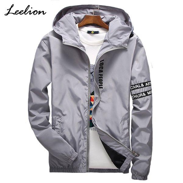 LeeLion 2018 Spring Letter Printed Jacket Men Fashion Cappotto con cappuccio Slim Fit Men's Windbreaker Hip Hop Streetwear Abbigliamento casual