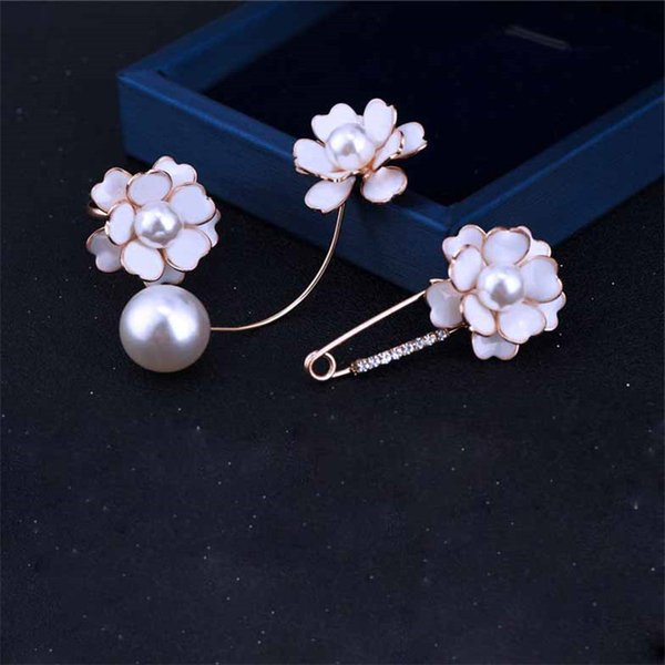 Fashion Elegant Women Suit Pin Designer Delicate White Flower Brooch with Pearl Brand Top Quality Pin for Dress