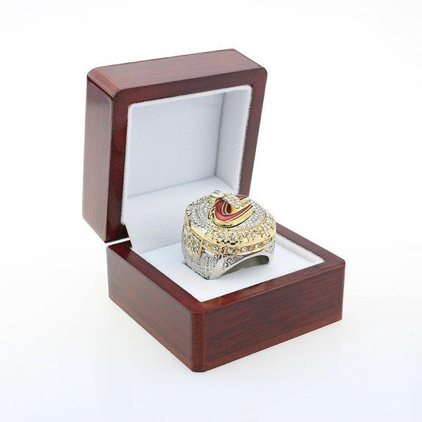 상자와 함께 반지