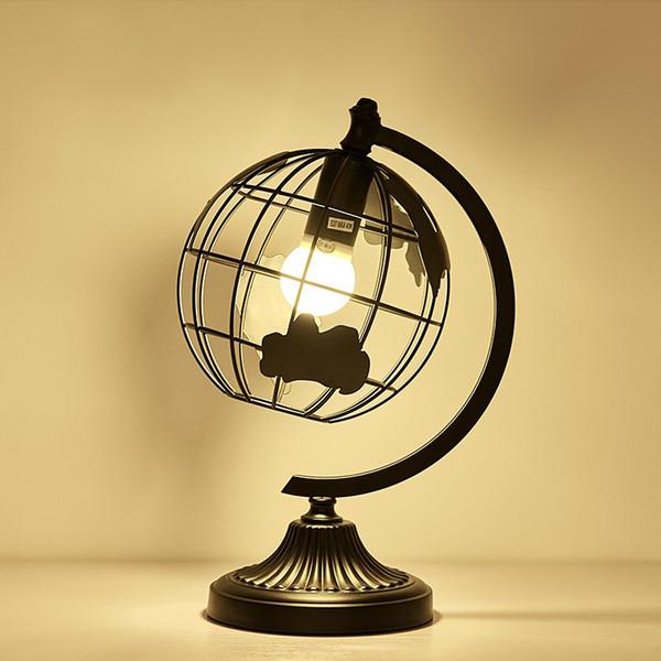 Simple Lampe De Table Nordic Art Créatif Lumières Personnalité Salon Chambre rétro Lampes De Table Pour La Chambre Étude Noir Globe Décoratif Bureau Lumières