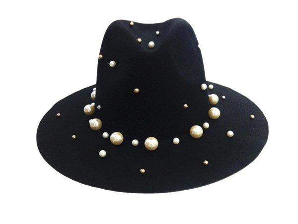 Siyah fötr şapkalar