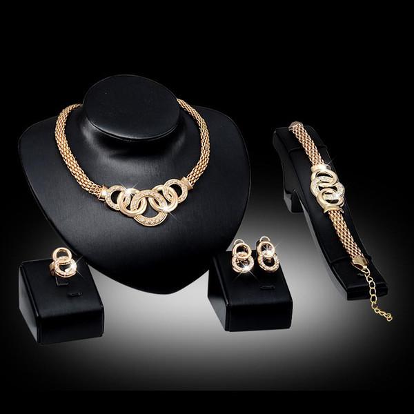 Pulseras Collares Aretes Anillos Conjuntos Moda para mujer Diamante de imitación 18K Chapado en oro Aleación Círculos Joyería del partido Juego de 4 piezas Al por mayor JS010