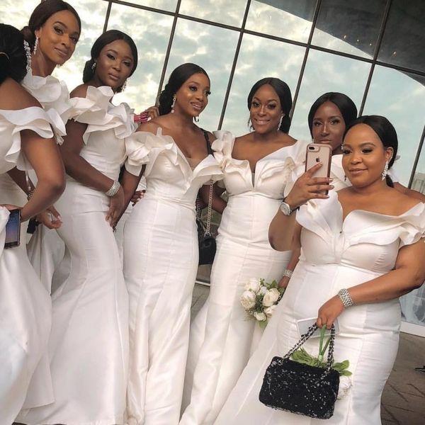 Zarif Kapalı Omuz Gelinlik Modelleri 2019 Artı Boyutu Ruffles Saten Onur Hizmetçi Düğün Için Özel Yapılmış Renk Ve Boyutu Ucuz