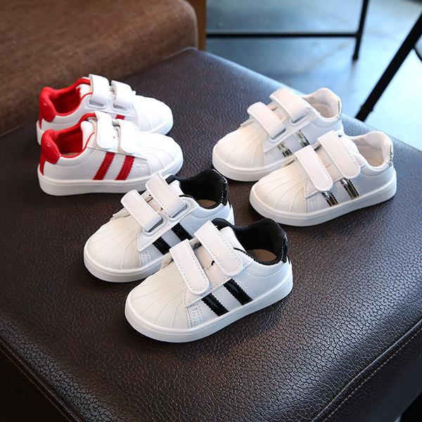Automne Enfants Filles Mode Garçons Chaussures Lumières Coquille Tête Skate Chaussures Fille Casual Chaussures Catamite Étudiant Sneakers Marée