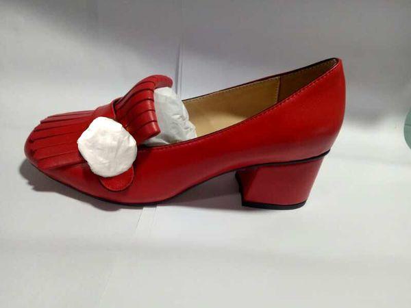 Vente chaude-Classic Mid bateau bateau chaussures Designer en cuir occupation talons hauts Chaussures Glands Tête ronde en métal bouton femme chaussures habillées