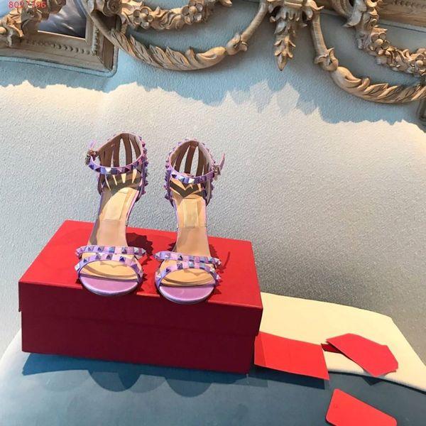 Sandales de marque pour femmes Rivet element style zz29 Semelles en cuir véritable importées. Semelles en cuir italiennes.