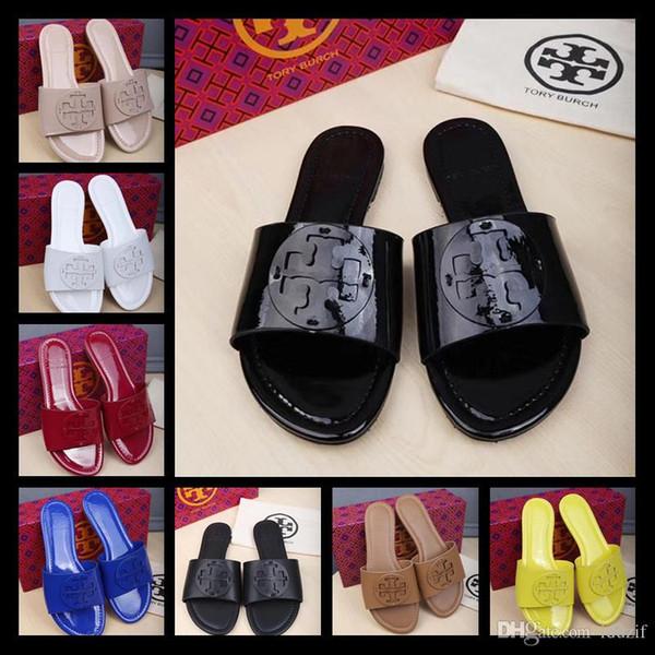 Itália Mais Recente das Mulheres Rhinestone baixo-salto chinelos Pérola Designer de trabalho verão sandálias das mulheres se vestem sapatos tendência clássica moda GRANDE