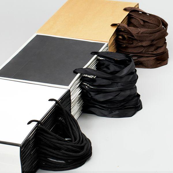 Bolsa de papel de regalo de la ropa de la bolsa de embalaje de papel de Kraft blanco grande con el pequeño bolso de compras negro de las manijas