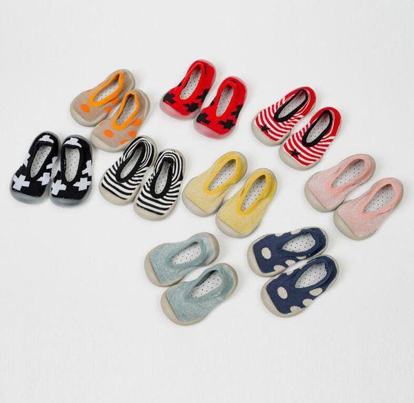 Estate nuovi calzini delle neonate scarpe in gomma morbida suola infantile per bambini scarpe bambino neonate antiscivolo scarpe bambini calzini