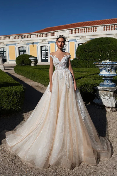 Vintage Elegant Off Shoulder A-line Wedding Dresses Luxury Champagne Dubai Arabic Sheer Lace Appliqued Princess Bridal Gown Custom Made