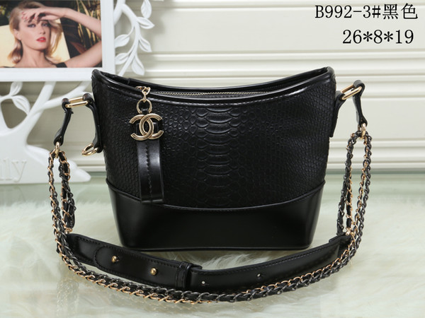 Hot Sale Messenger Bag Genuine Leather Crossbody Bags LV019 Totes Women  Vintage Handbags Gold Chain Ladies 6358f8f0ba579