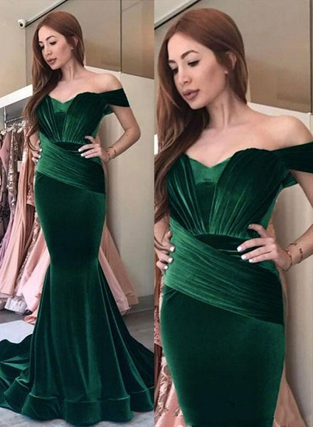 2019 Nuevos vestidos de fiesta de terciopelo de sirena Vestido de noche formal Fuera del hombro Vestidos de noche árabes Vestidos de fiesta plisados hasta el suelo