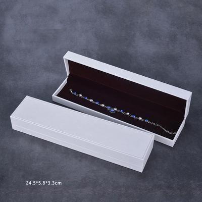 Браслетная коробка белого цвета