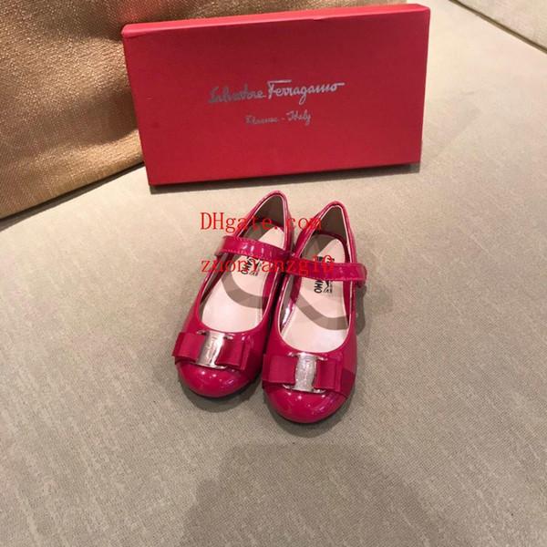 Çocuklar ayakkabı Bahar Zarif Perçin Yay Prenses ayakkabı Patent Deri Çocuklar Düşük topuklu chaussures enfants Mektup baskı Sandalet F-f28